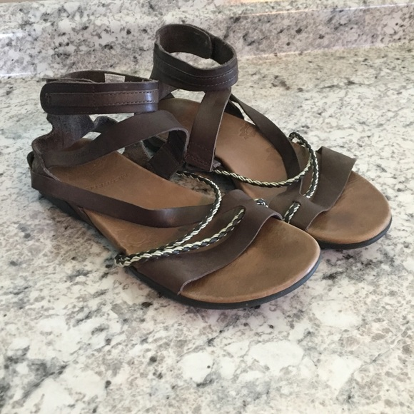 e6a5ad6eb167 Merrell Henna Espresso Strappy Sandals. M 5b19998bc89e1d8ad53af7ac